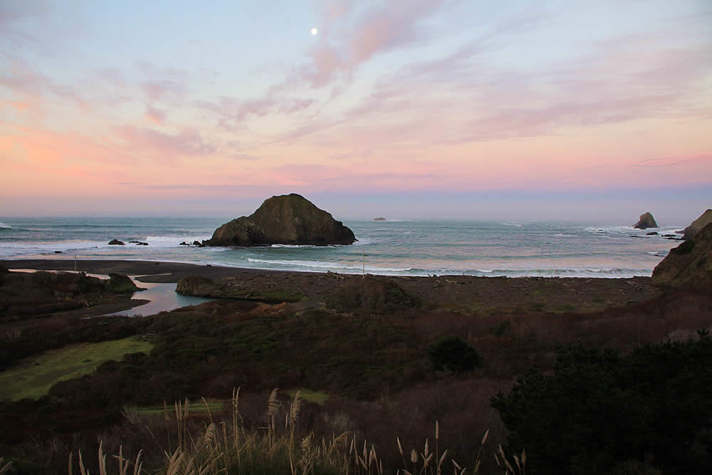 mendocino coast lodging - oceanfront in elk california - sunrise scene