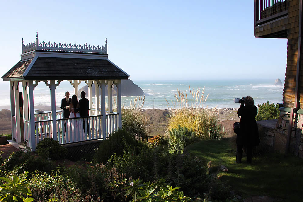 mendocino coast lodging - oceanfront in elk california - wedding scene