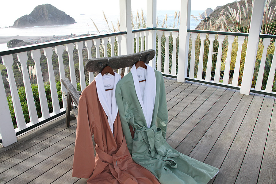 mendocino coast lodging - elk cove inn cozy robes