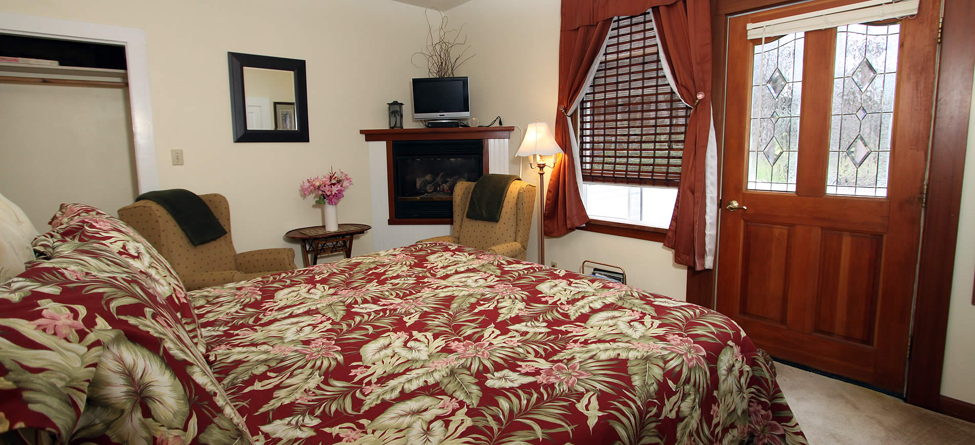 ridgeview room with bed and chairs