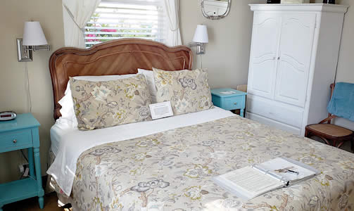elk cove inn swallows nest guestroom on mendocino coast